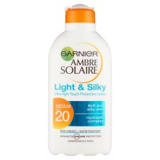 Ambre Solaire Light And Silky Spf20 200Ml