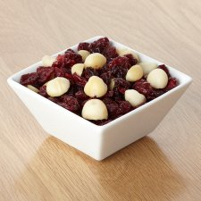 image 2 of Tesco Cranberries And Macadamia 150G
